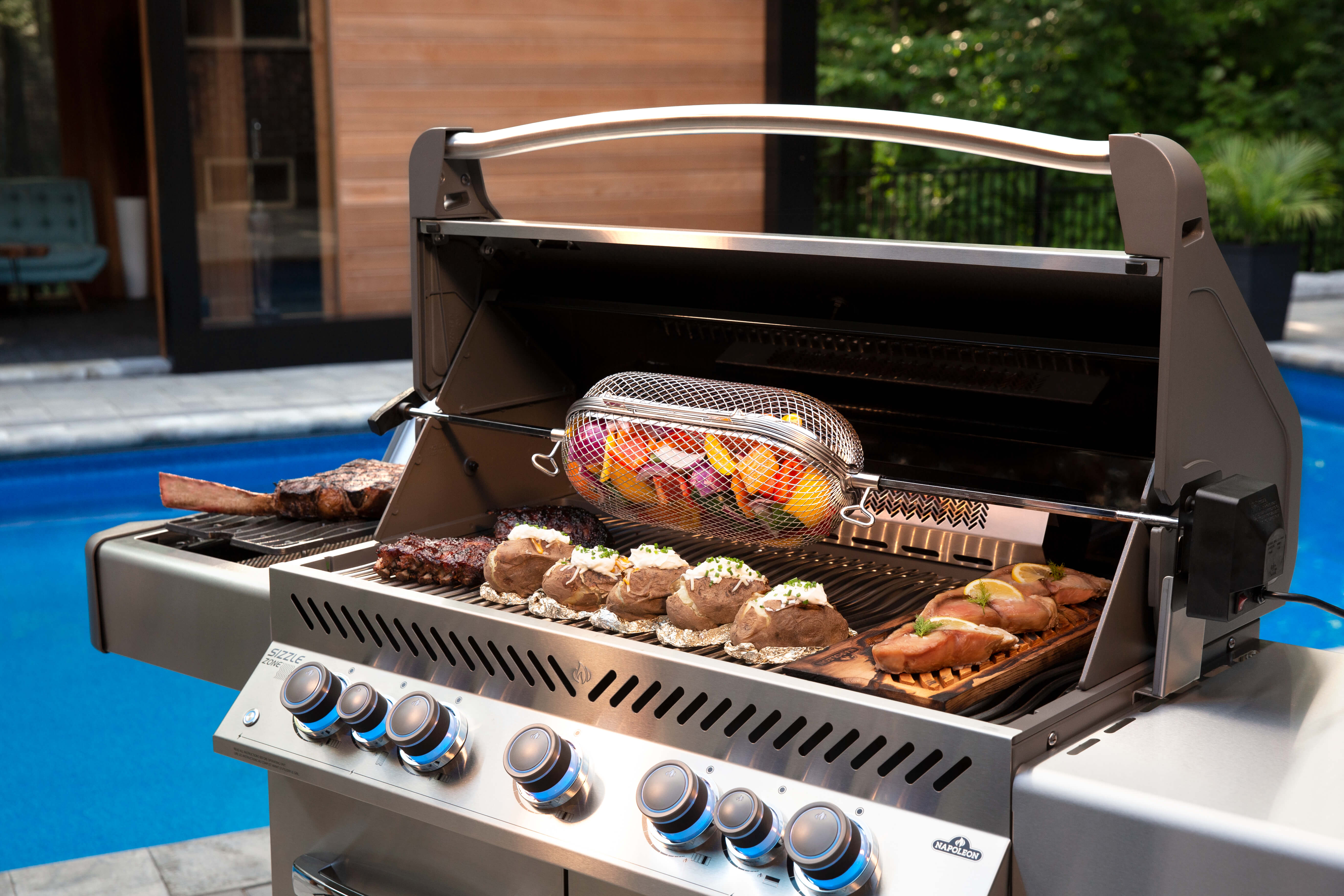 Prestige® 665 Natural Gas Grill with Infrared Side and Rear Burners, Black